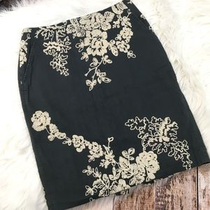 J CREW EMBROIDERED PENCIL SKIRT SIZE 2
